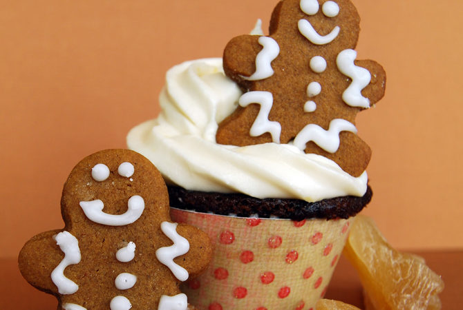gingerbread_cupcakes_with_lemon_cream_cheese_frosting