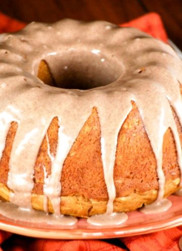 Pumpkin Cake with Cinnamon Glaze