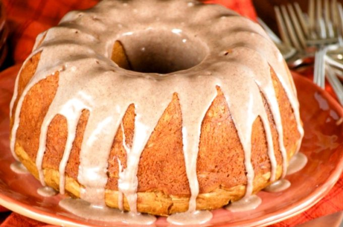 Pumpkin Cake with Cinnamon Glaze