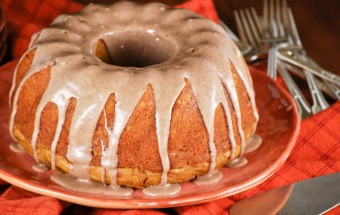 pumpkin_cake_with_cinnamon_glaze