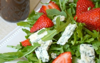 ArugulaStrawberrySalad01