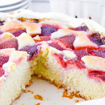 Fresh Strawberry Cake on a pie plate