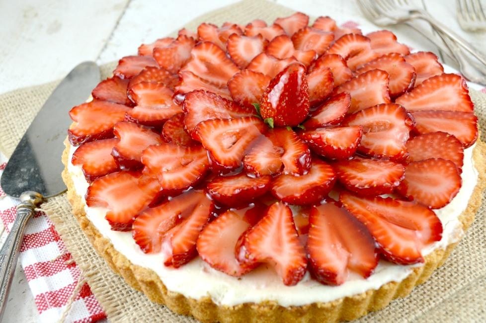 Strawberry white chocolate mousse tart gonna want seconds for White chocolate and strawberry tart