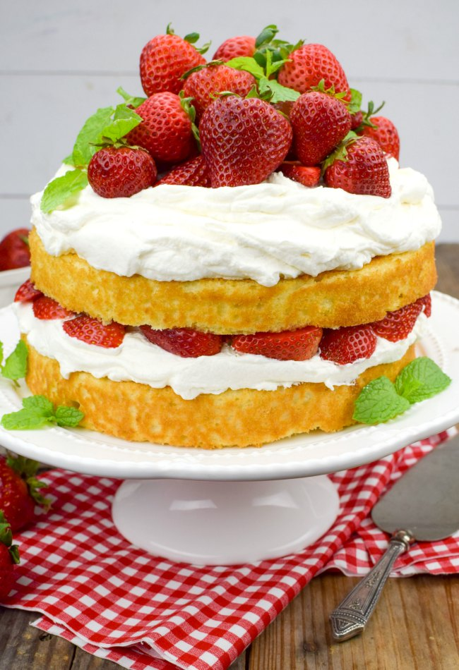Country Kitchen Strawberry Pound Cake