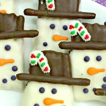 Easy to make Pretzel Snowman