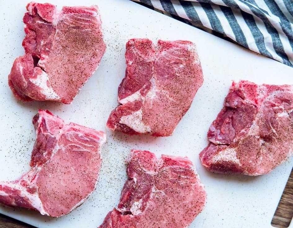 Seasoning pork chops
