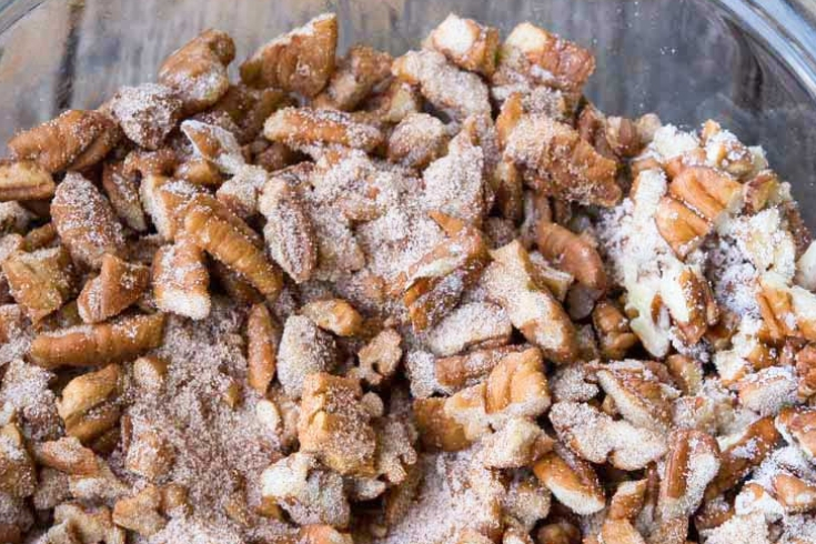 Coating chopped pecans with sugar and cinnamon