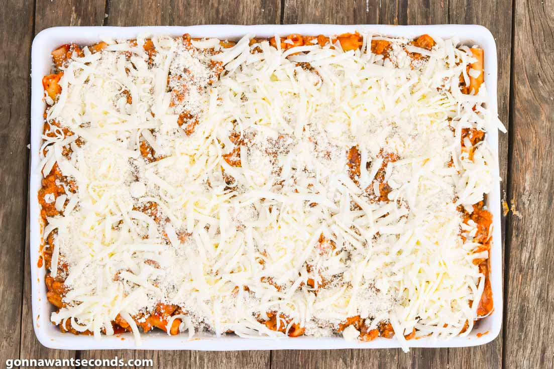 How to make baked ziti with meat, topped with cheese before baking
