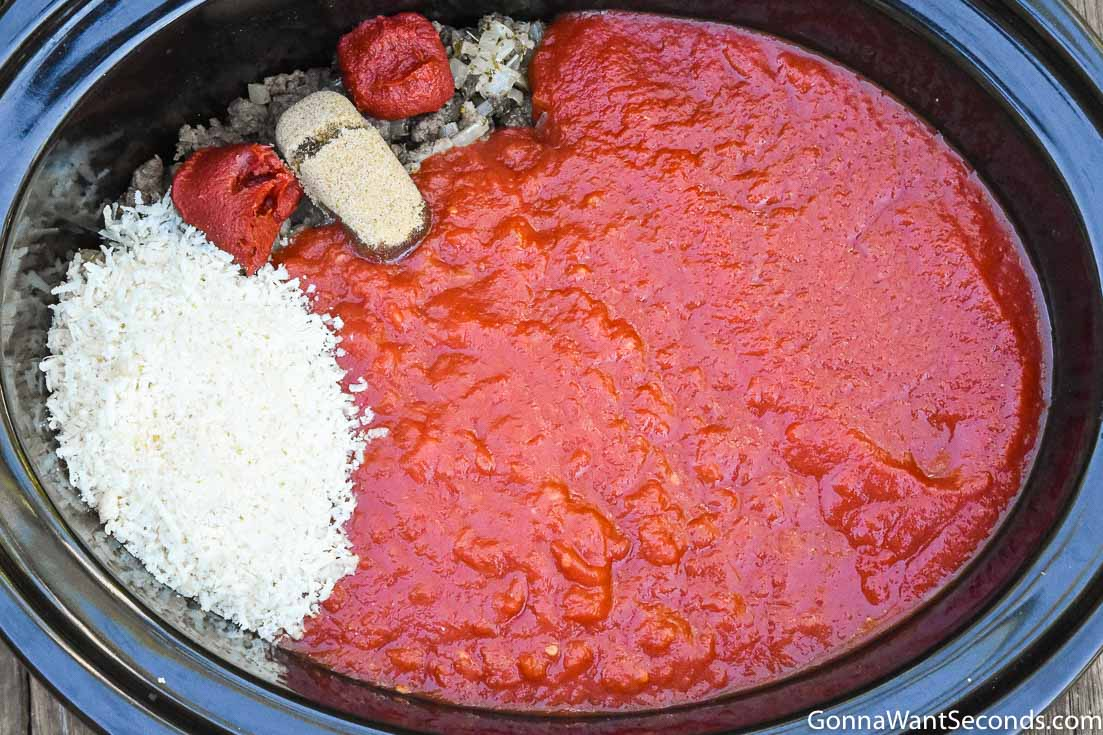 How to make crockpot spaghetti sauce, adding other ingredients in the pot