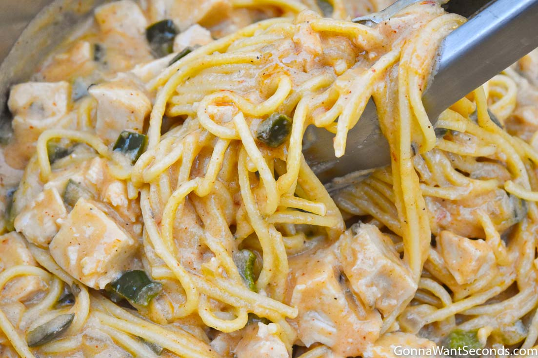 How to make chicken spaghetti casserole, mixing ingredients in a pot