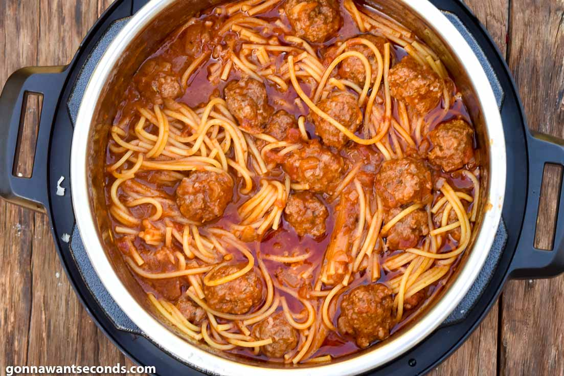 instant pot spaghetti and meatballs, in the instant pot