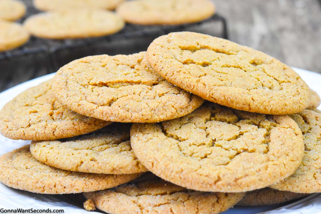Ginger Cookies Recipes, Gingersnap Cookies on a plate
