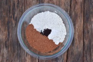 How to make chocolate Christmas cookies, mix dry ingredients
