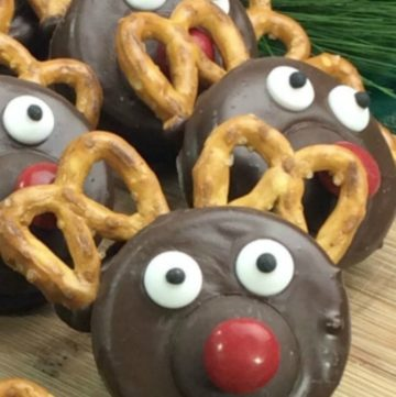 Reindeer Oreos on a wooden board