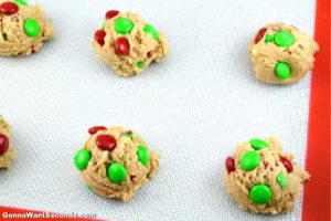 How to make M&M Cookies, cookie doughs on a baking pan